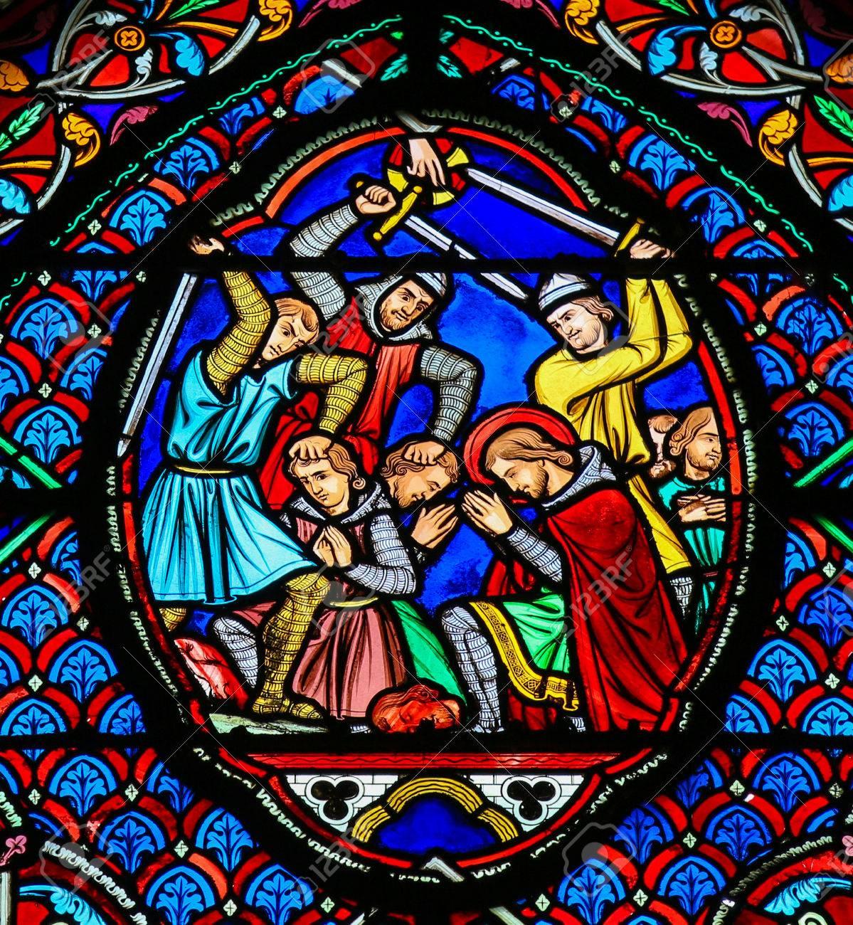 トゥール、フランスのサン ガシアン大聖堂で殉教者を描いたステンド ...