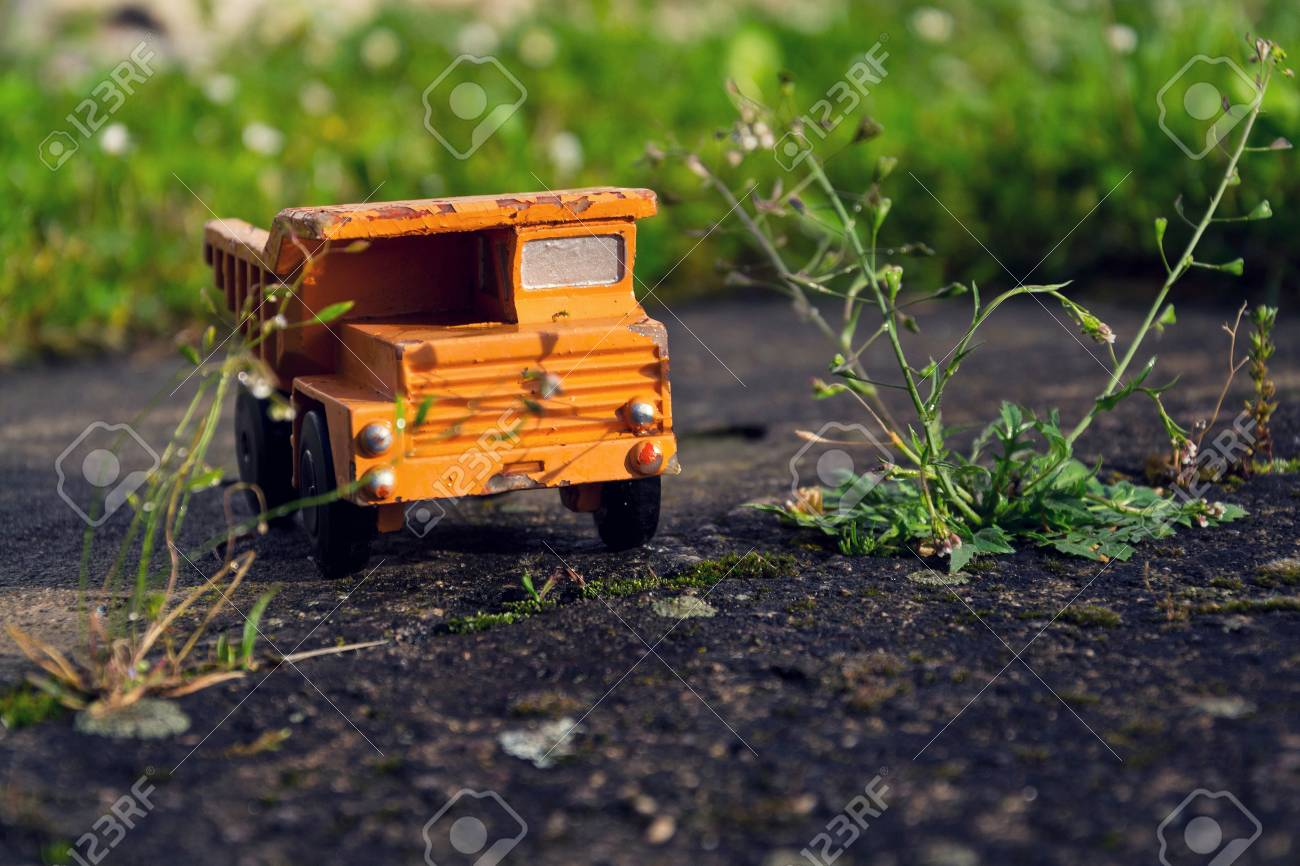 De Coche Camión Vintage Del Hierba Filtrado En Verde Juguete Naranja N8yPmnwO0v