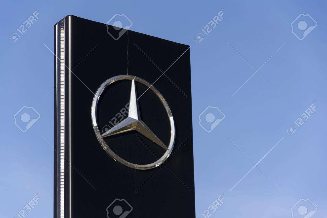 Prague Czech Republic February 25 Mercedes Benz Car Logo Stock