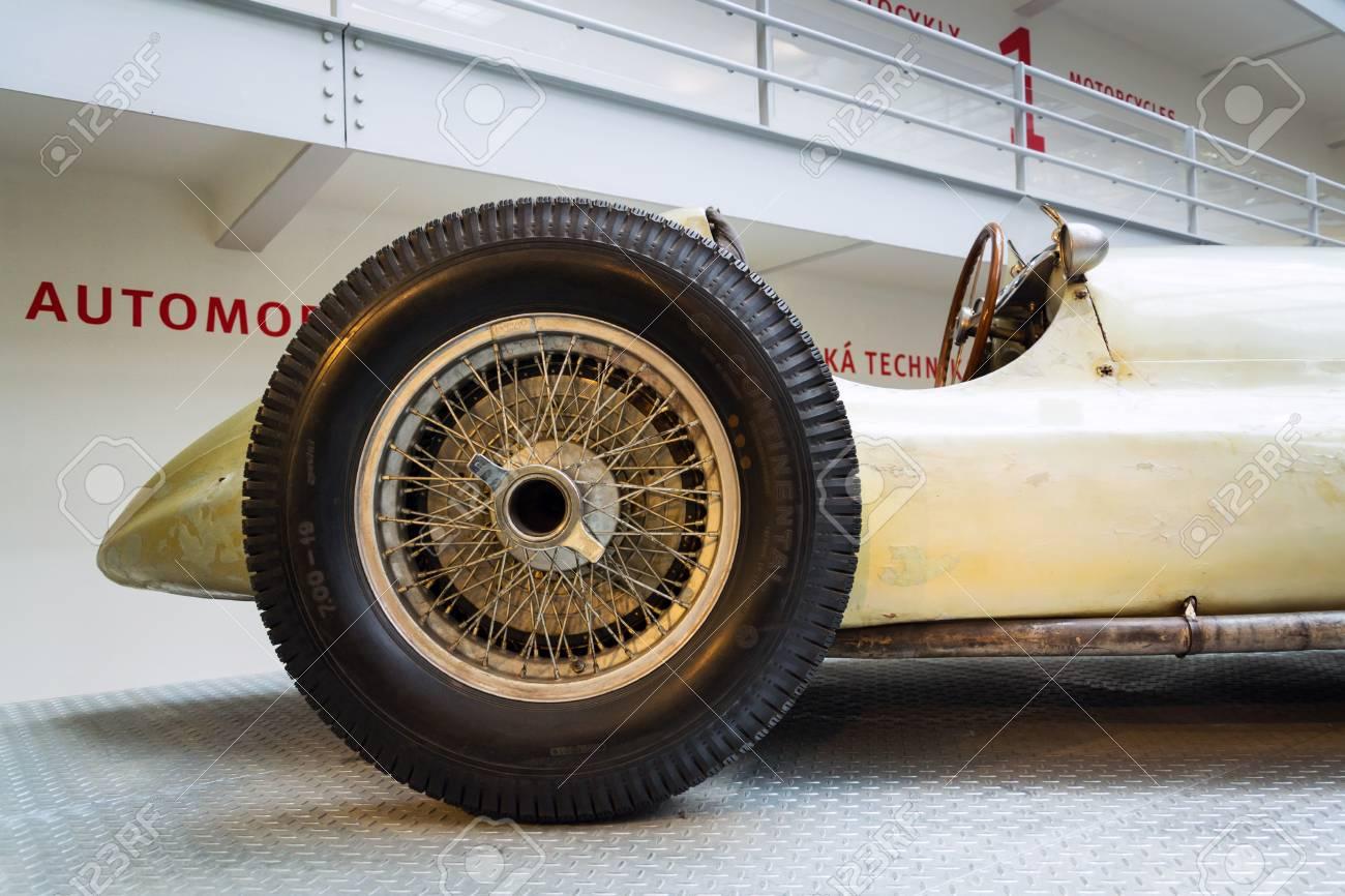 Prague Republique Tcheque 10 Novembre La Voiture De Course Mercedes Benz W154 Grand Prix Concue Par Rudolf Uhlenhaut Se Trouve Au Musee