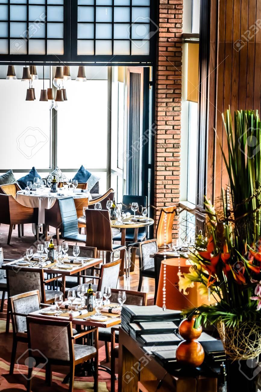 Moderne Zeitgenössische Hochwertige Fine Dining Restaurant Interior ...
