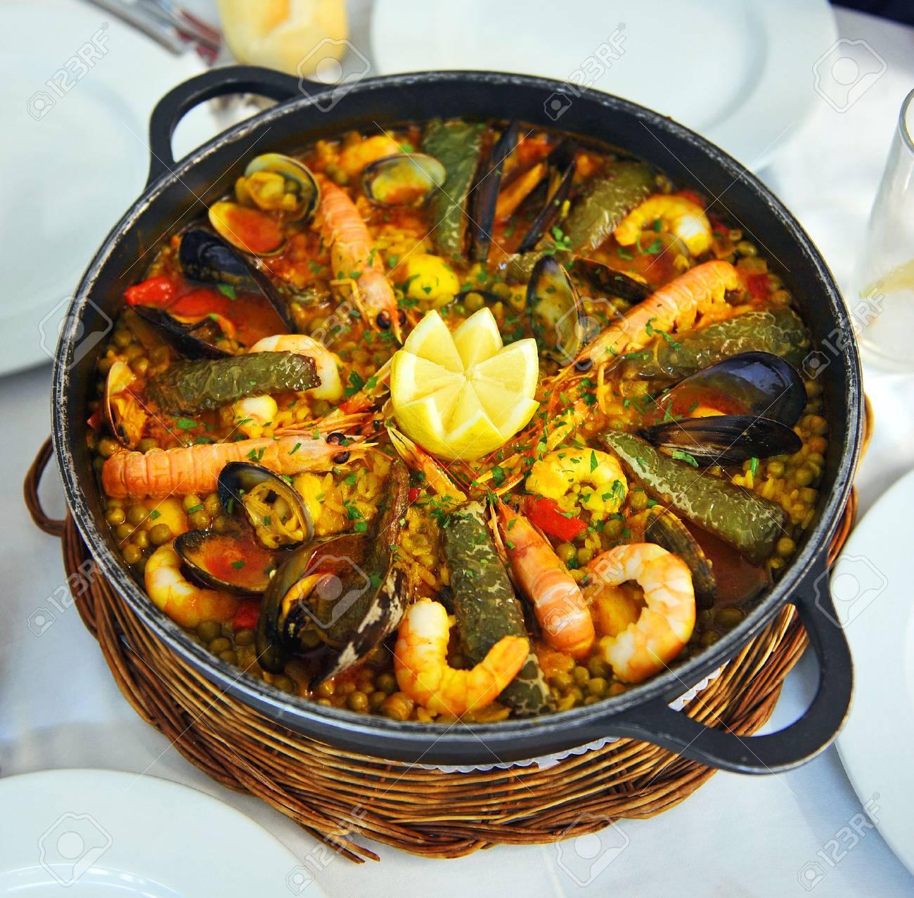 Mediterranische Küche | Reis Mit Meeresfruchten Mediterrane Kuche Typisches Gericht