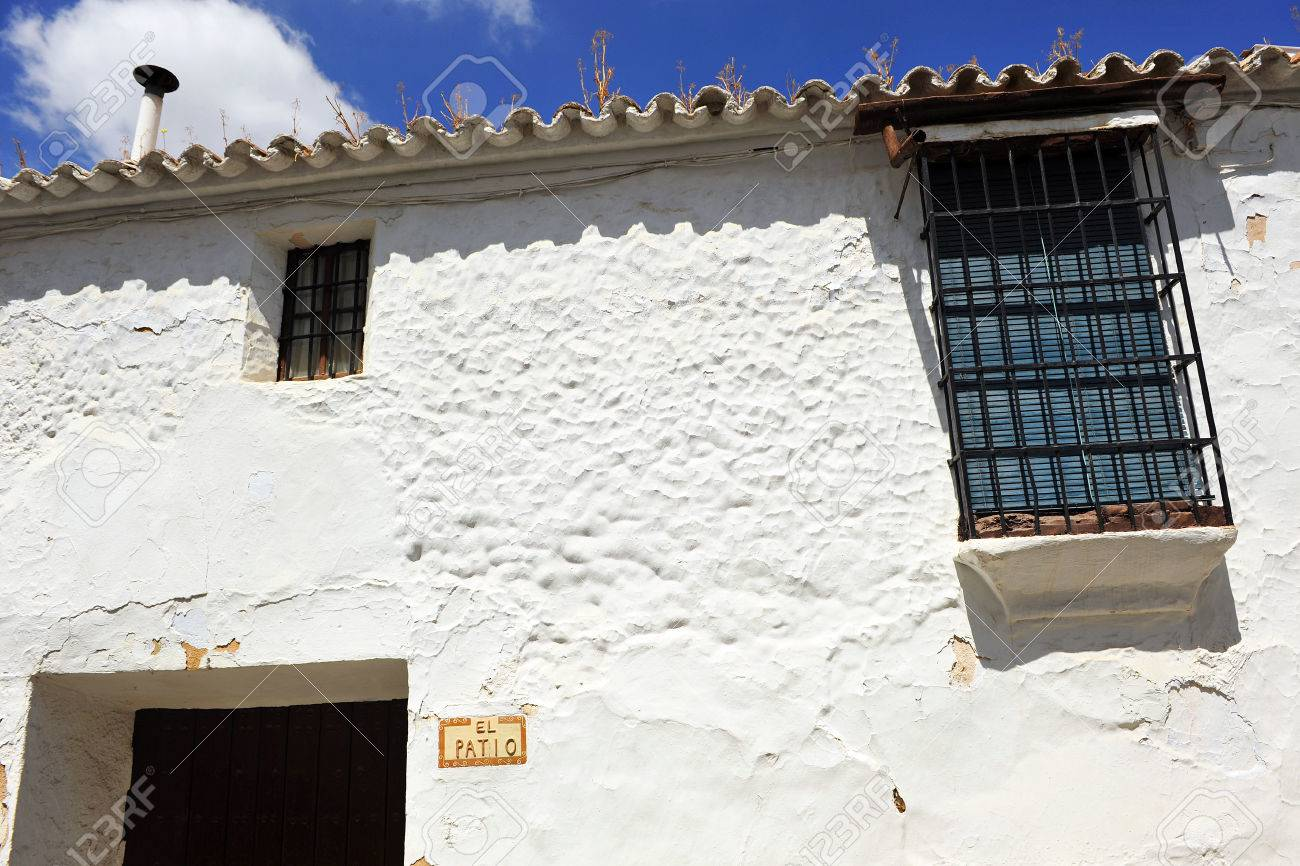 Fassade Eines Typisch Andalusischen Weiss Getunchten Haus Andalusien