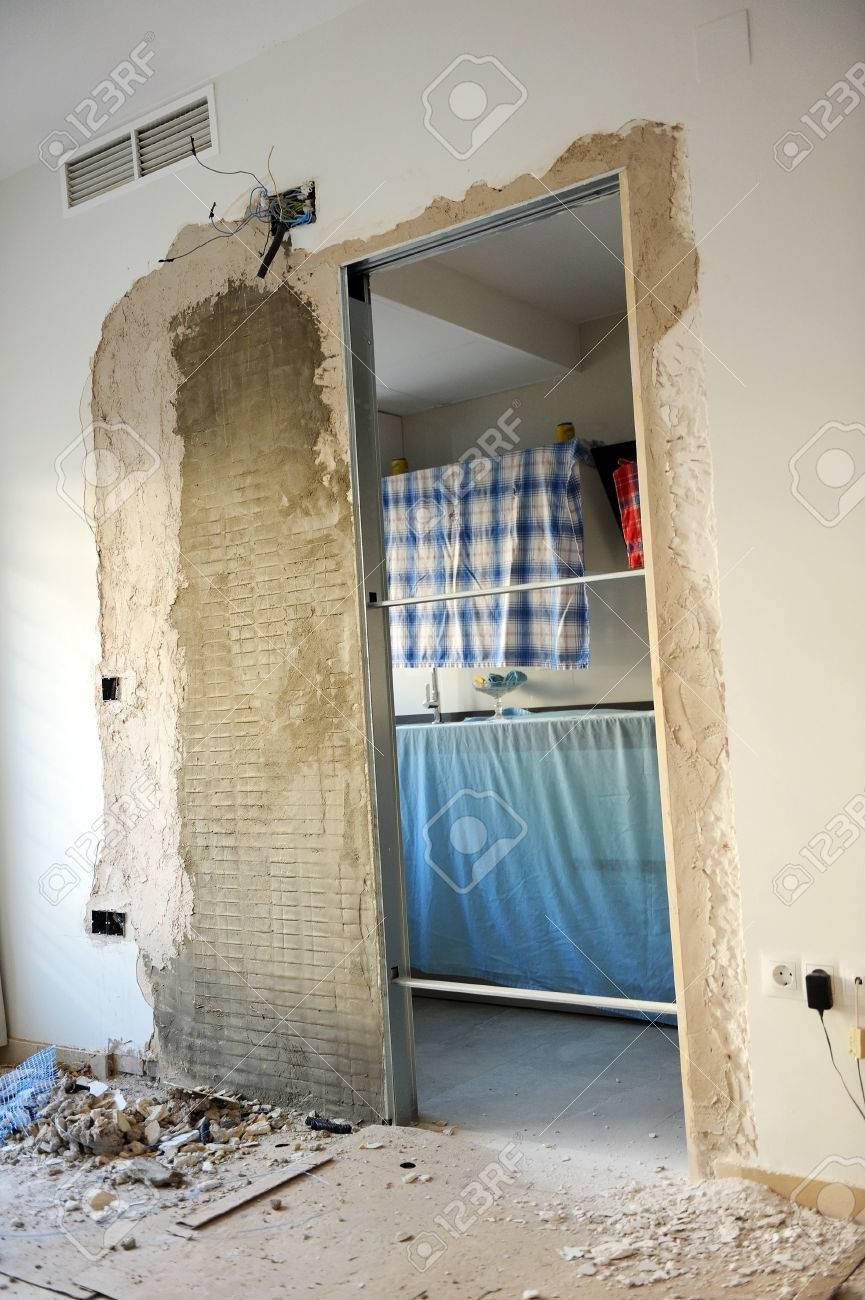 Durch Eine Caseton Für Die Neue Schiebetür In Der Küche Platzieren ...