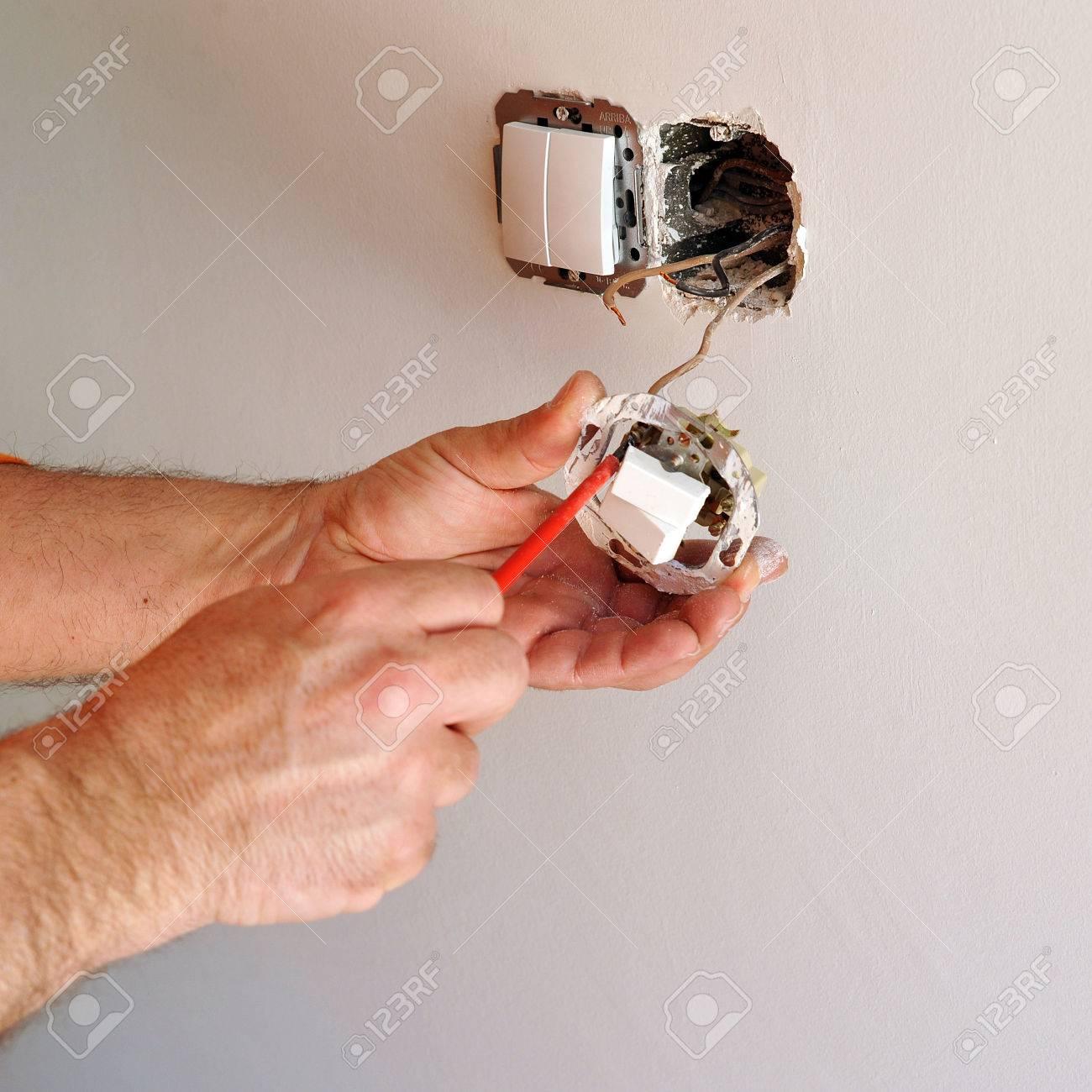 Elektriker Installation Elektrische Schalter Während Der Renovierung ...