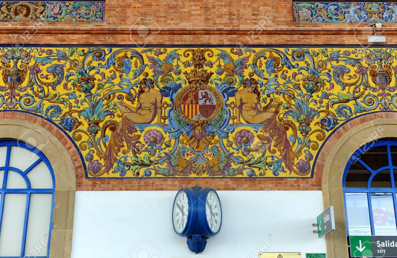 Decoracion Con Azulejos Dentro De La Estacion De Tren De Jerez De La Frontera Provincia De Cadiz Espana