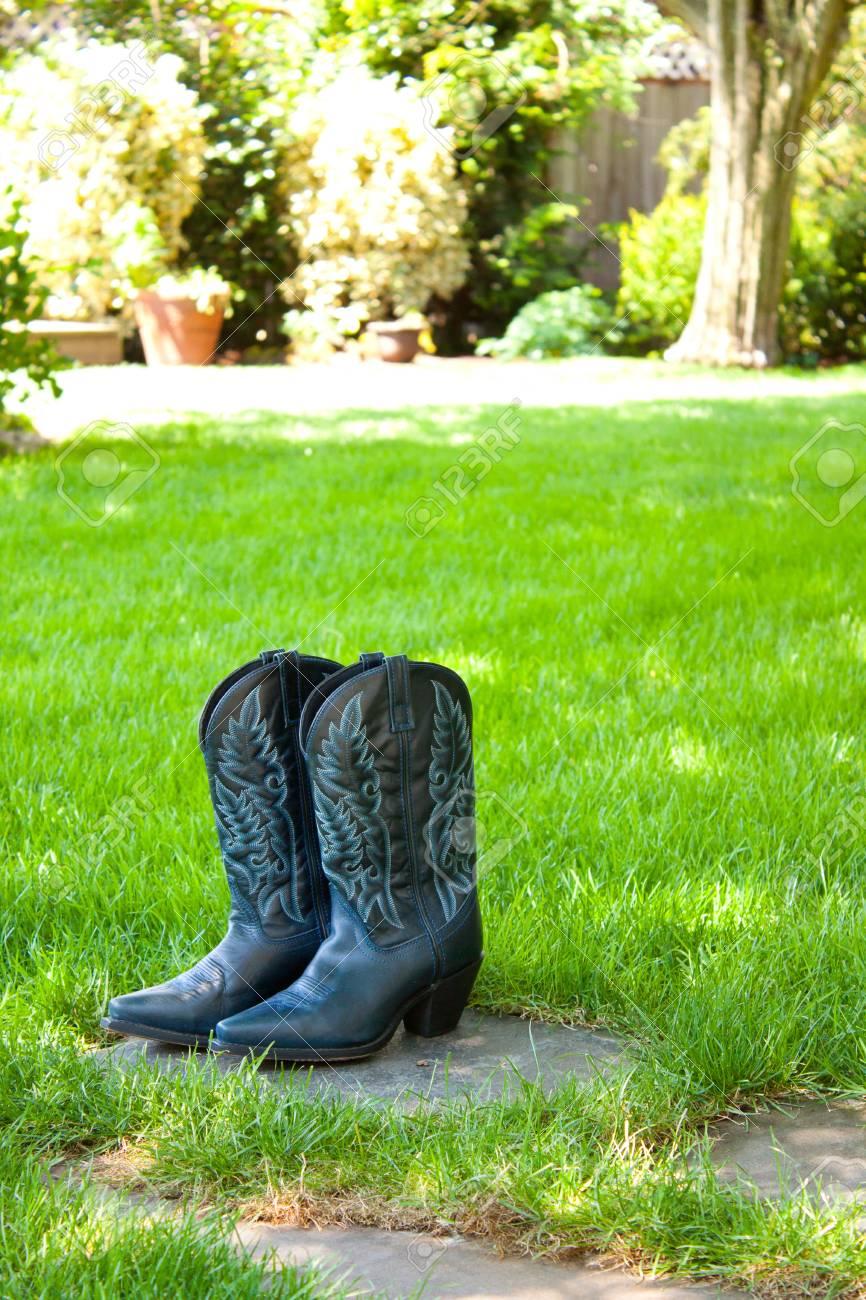 Eine Braut Wird Auf Diesen Cowboy-Stiefel Anziehen Und Tragen Sie ...