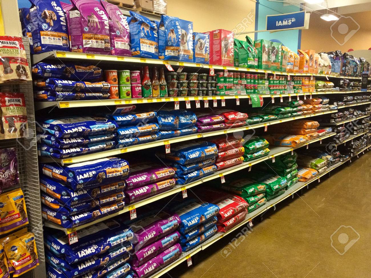 24957285-EUGENE-OR-DECEMBER-27-Iams-dog-food-selection-at-Petsmart-in-Eugene-OR-on-December-27-2013-Iams-is-a-Stock-Photo