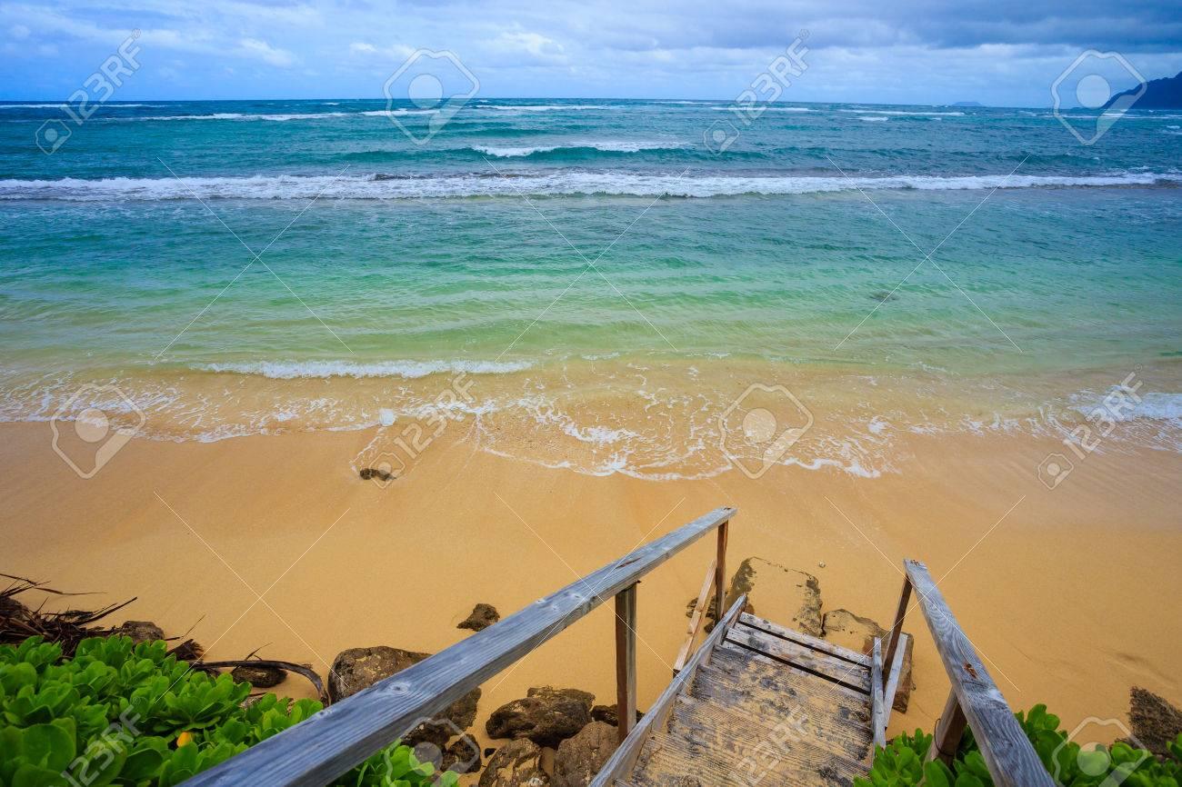 Treppen Zu Einer Erstaunlichen Strand Auf Der North Shore Von Oahu ...
