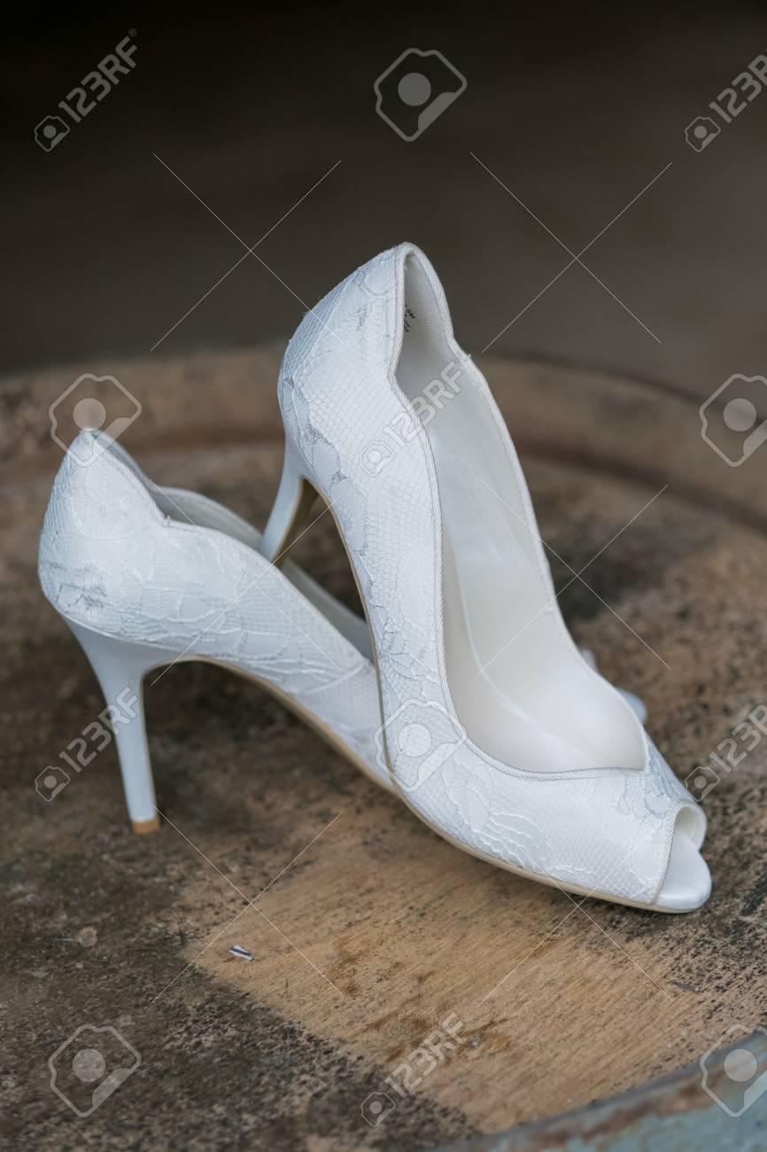 precio competitivo a pies en estilo limitado Zapatos blancos de tacón alto