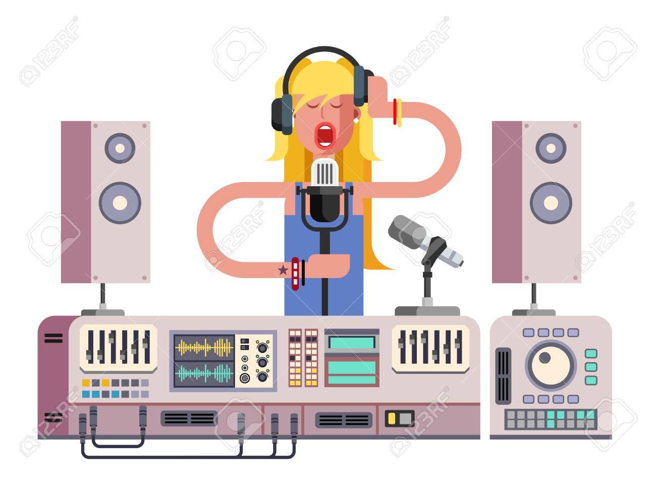 Fille Chanter En Studio Denregistrement Sonore Microphone De L