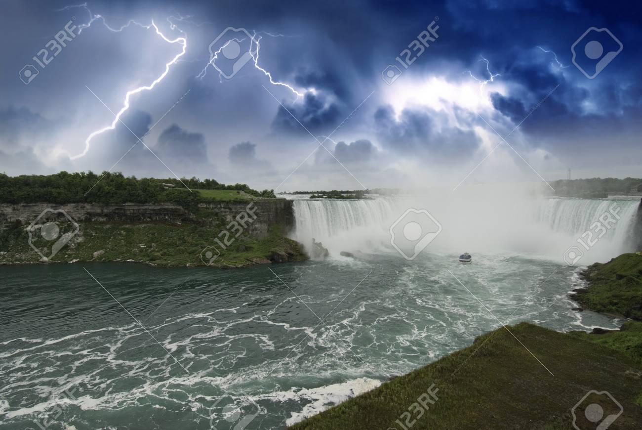 Nature of Niagara Falls, Canadian Side Stock Photo - 11556951