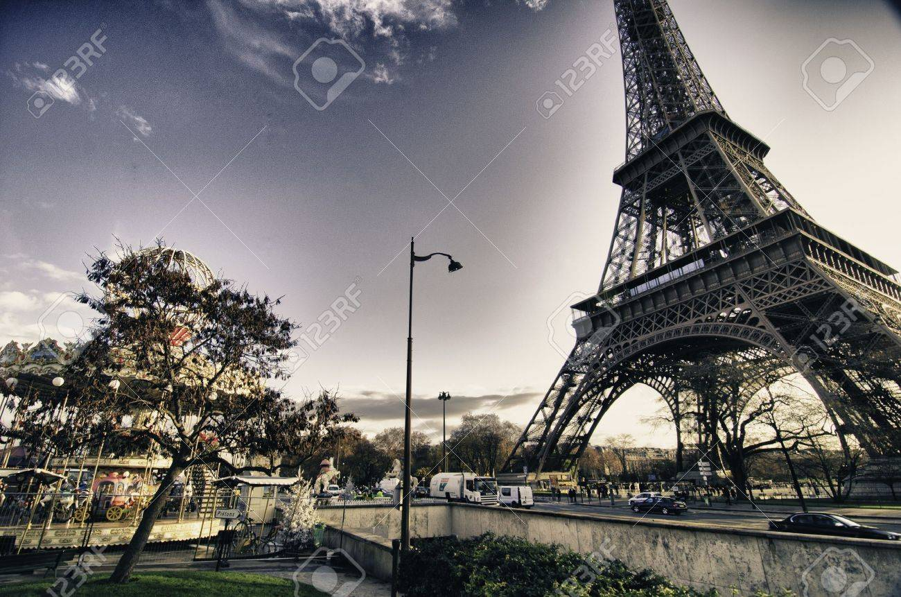 View of Eiffel Tower in Winter, Paris Stock Photo - 11767186