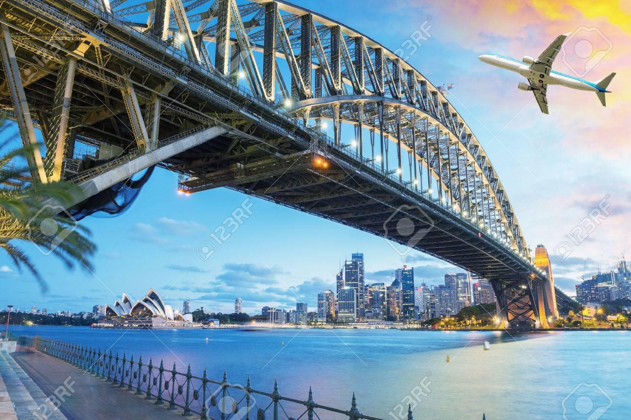 Avion de passagers sur Sydney, en Australie. concept de Voyage. Banque d'images - 49964220