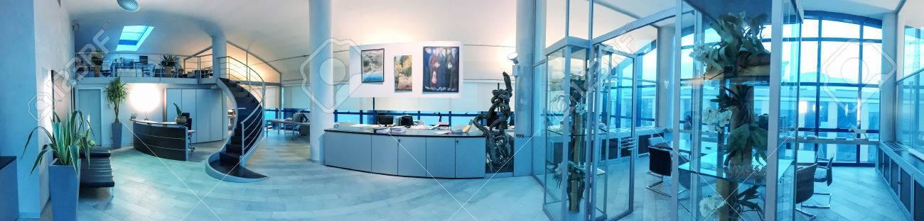 intérieur de bureau moderne, vue panoramique. Banque d'images - 54589718