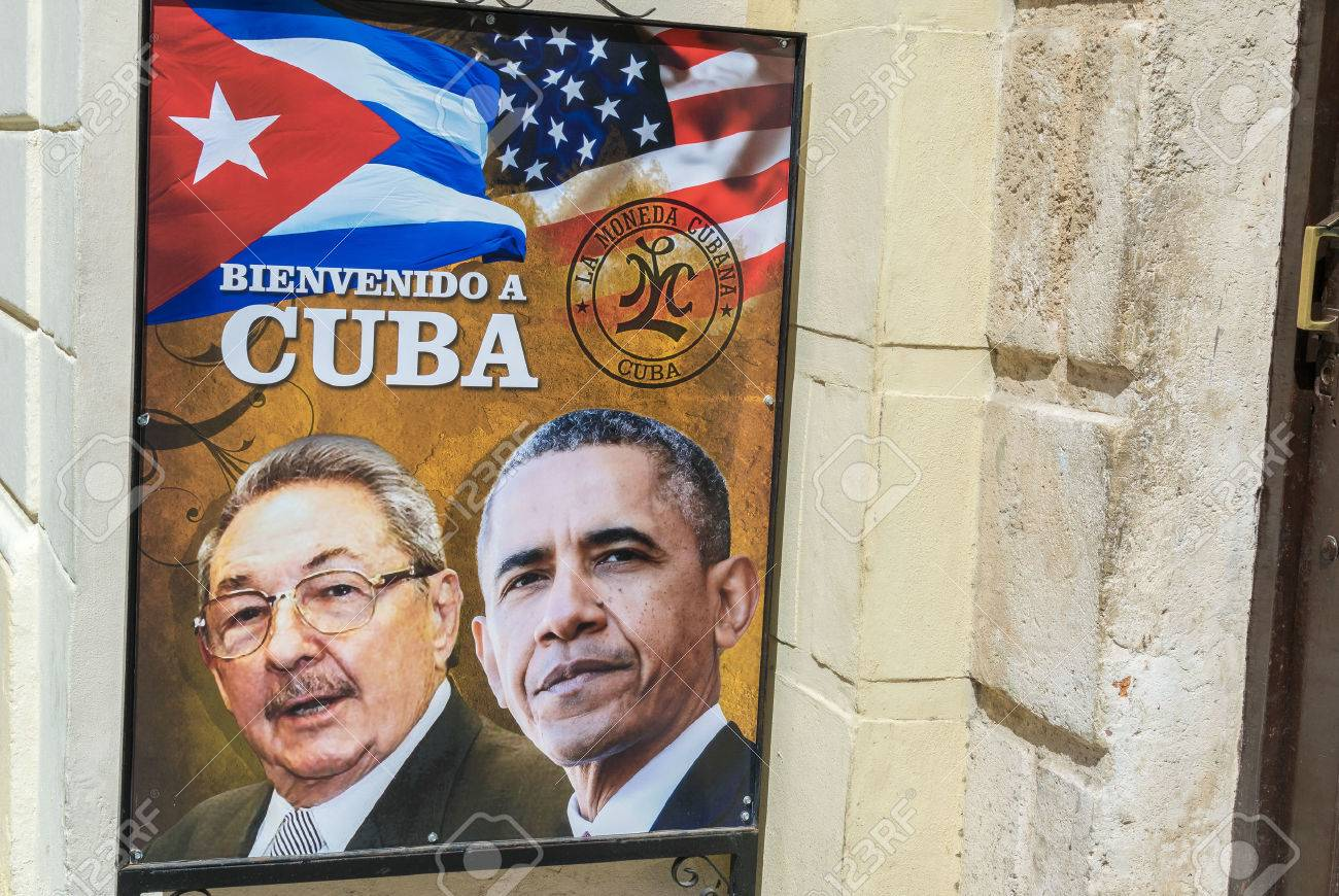 HAVANA, CUBA - APRIL 8, 2016: Poster on city street shows US President Obama historic visit to Havana, Cuba. Banque d'images - 55554128