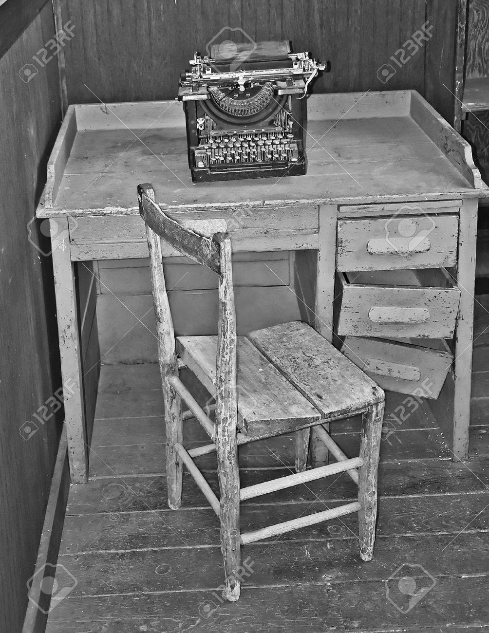 Schreibtisch vintage schwarz  Diese Schwarz-Weiß-Vintage Bild Ist Eine Alte, Kaputten ...