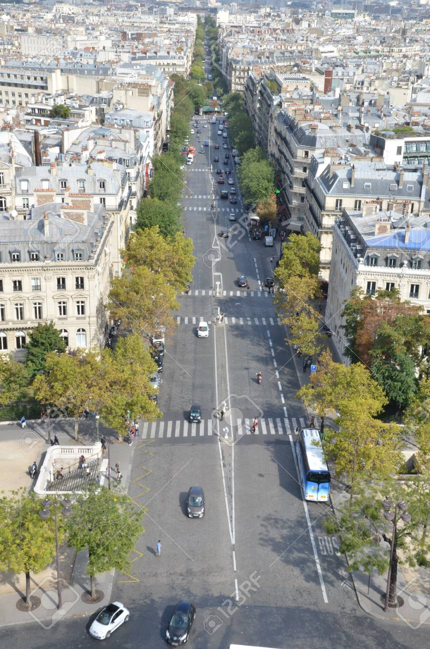Busy street in Paris Stock Photo - 12796521