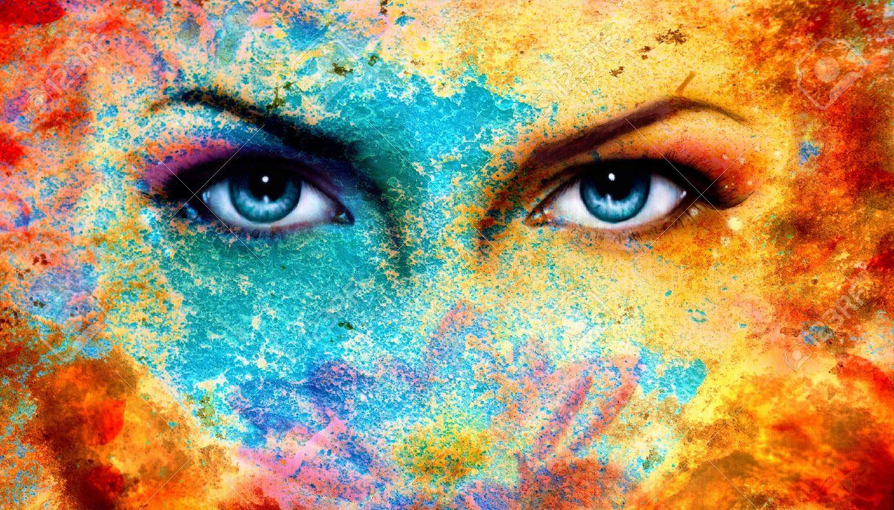 foto de archivo un par de hermosas mujeres azules ojos radiante efecto de xido de color collage pintura maquillaje violeta