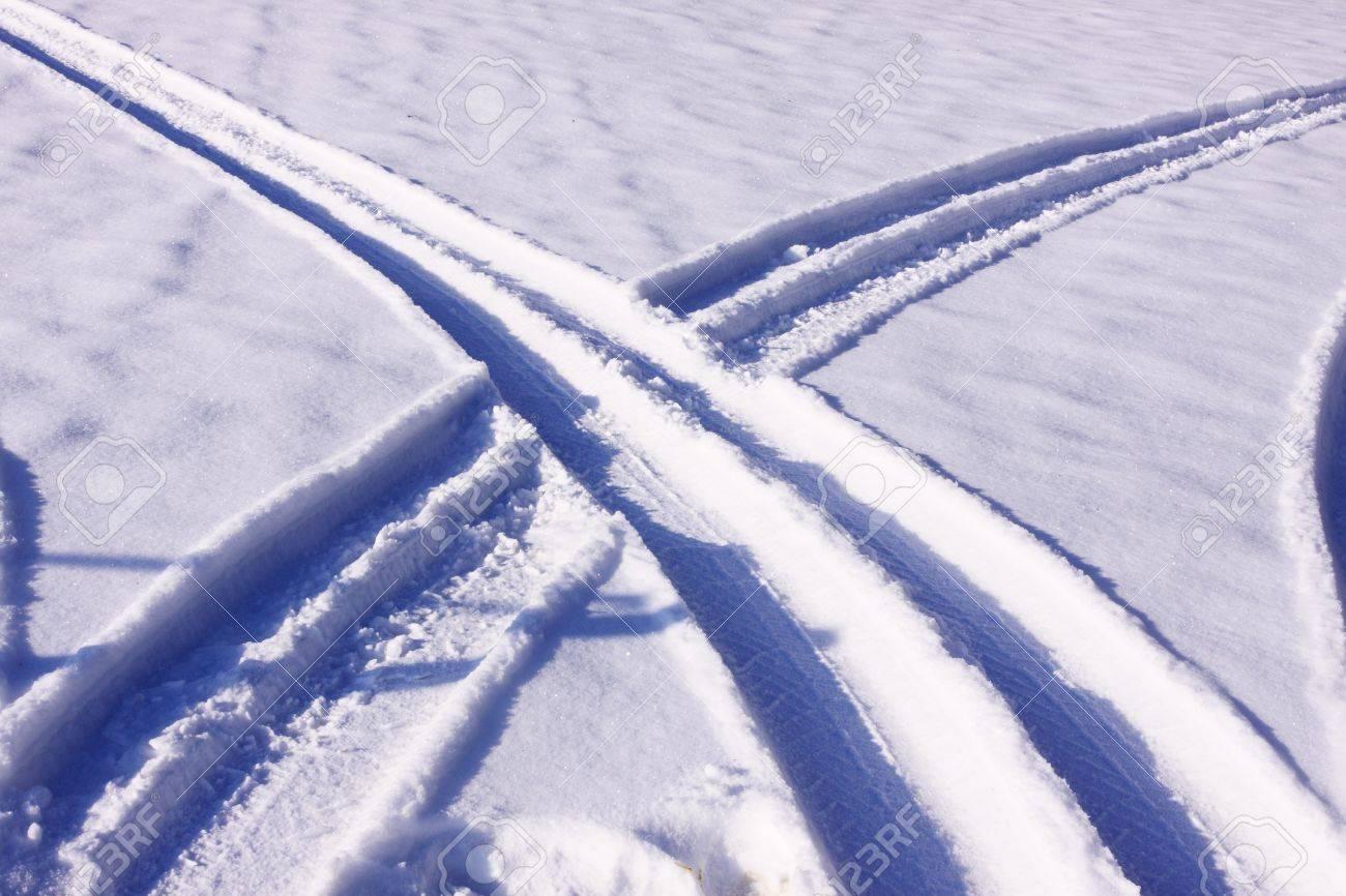 tire tracks in the snow in winter Stock Photo - 11914930