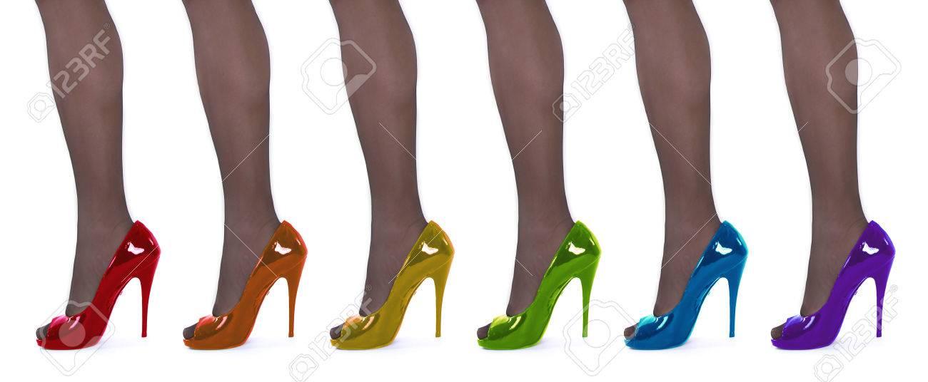 Zapatos de tacón alto en los colores del arco iris.