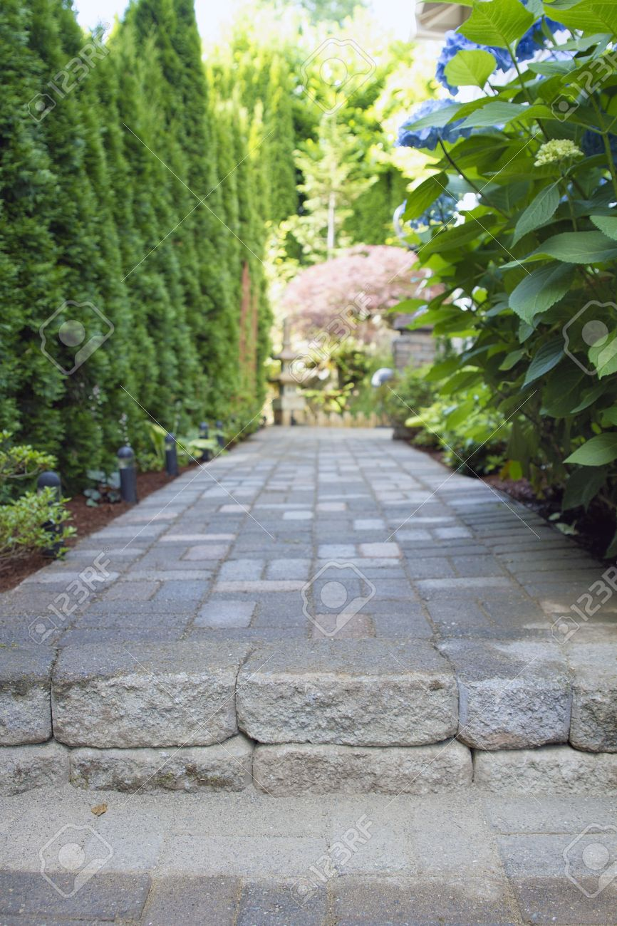 garden pavers path walkway with landscaping lights leading to