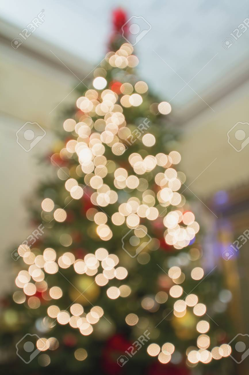 Rbol De Navidad Alto Perspectiva Desenfocado Decoracin Adornos