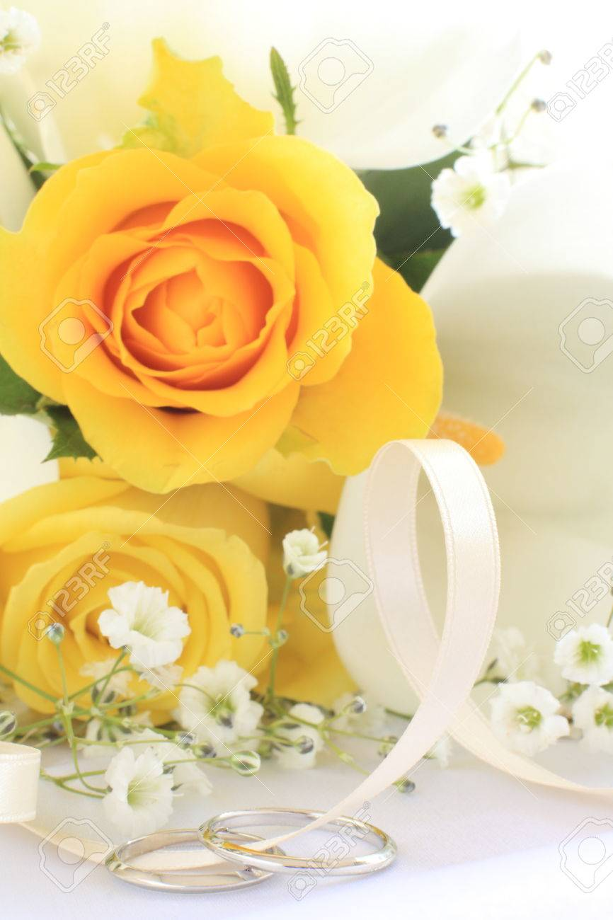 Stock Photo Yellow Rose And Wedding Ring: Yellow Roses Wedding Rings At Reisefeber.org