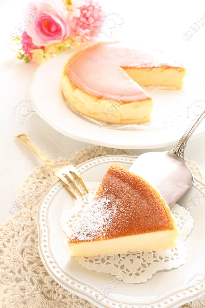 baked cheese cake and tea - 56503339