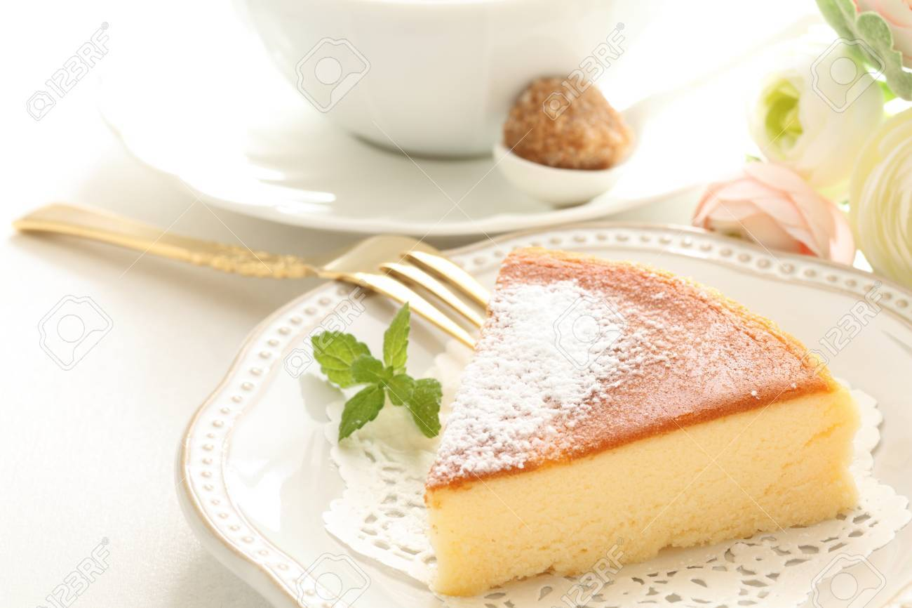 baked cheese cake and tea - 56503345
