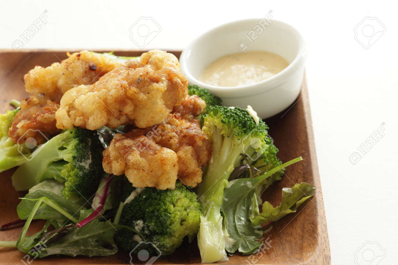 Homemade fried chicken served with boiled broccoli - 169245936