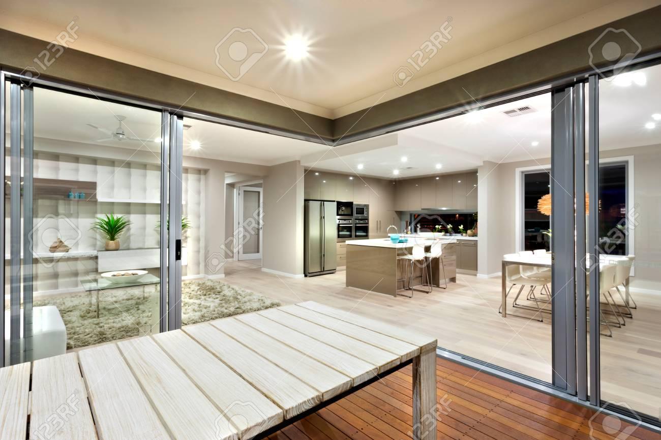 Die Schönheit Der Innenbeleuchtung Kann Durch Diesen Ort Gesehen Werden.  Wohnzimmer, Küche Und Essbereich