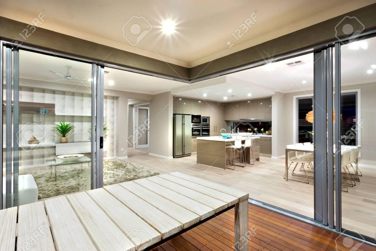 Uberlegen Schönheit Von Innen Beleuchtung Kann Durch Diesen Ort Zu Sehen. Wohnzimmer,  Küche Und