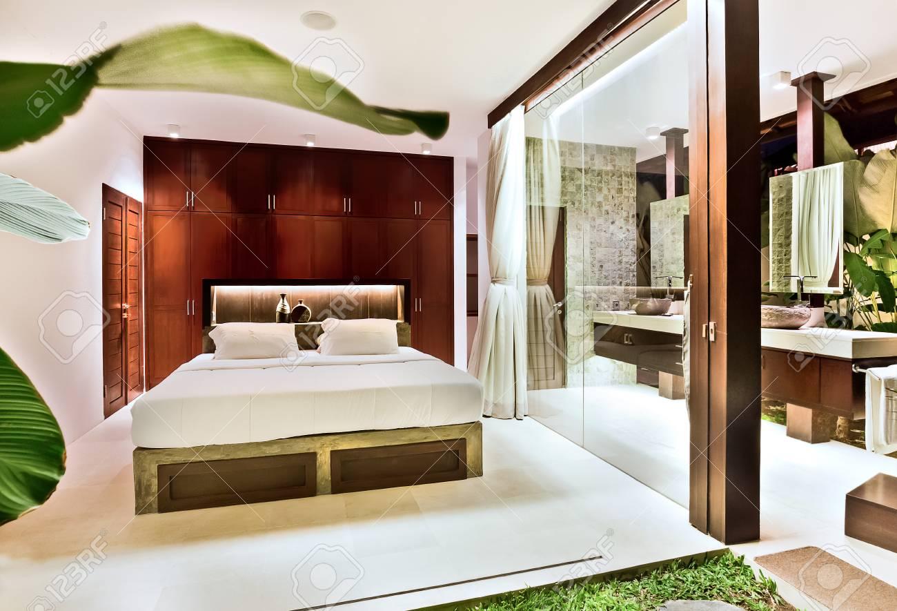 Chambre De Luxe Avec La Conception De La Decoration Naturelle Y