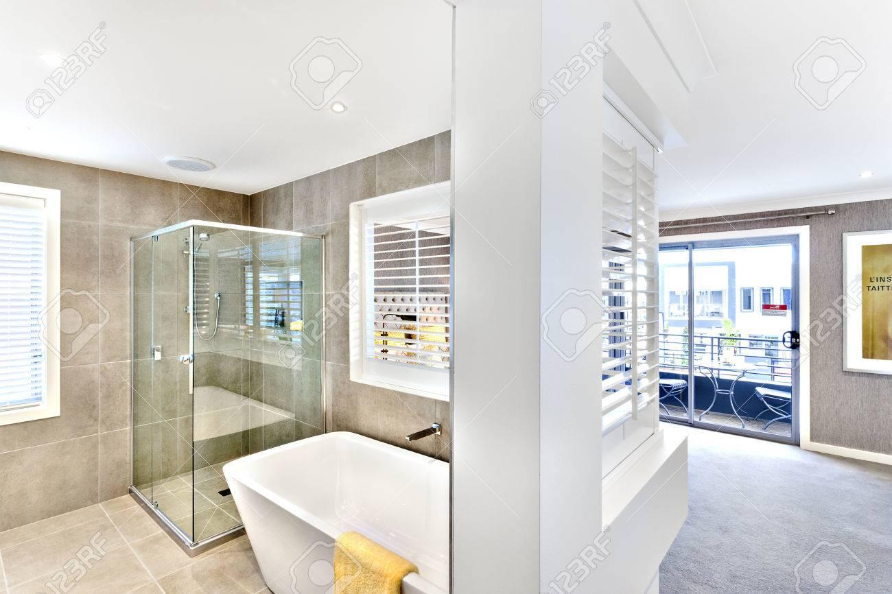 Salle De Bain Couloir Fenetre ~ salle de bain moderne attach au couloir pour les fen tres ou portes