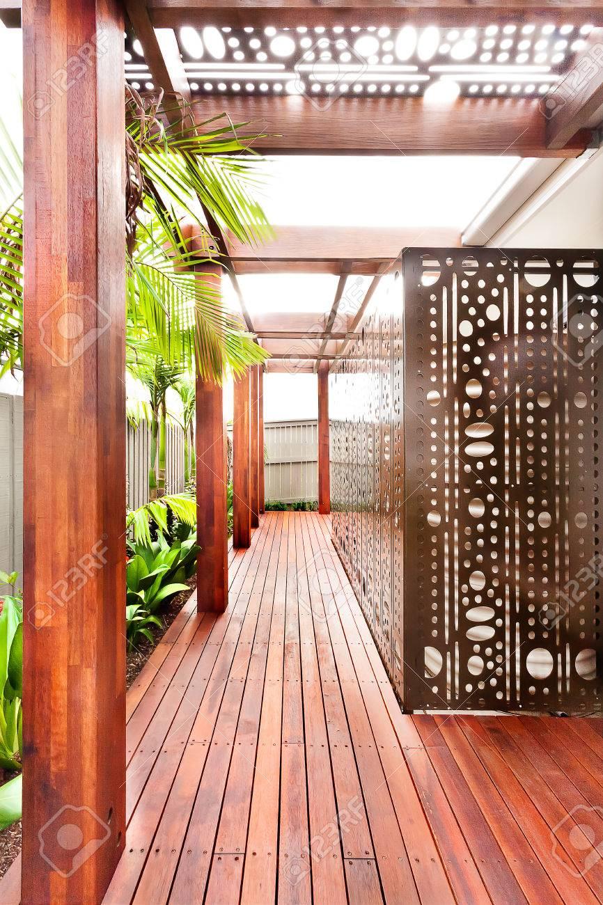 Fassade Bereich Eines Luxuriösen Hauses Zusammen Mit Der Rückseite ...