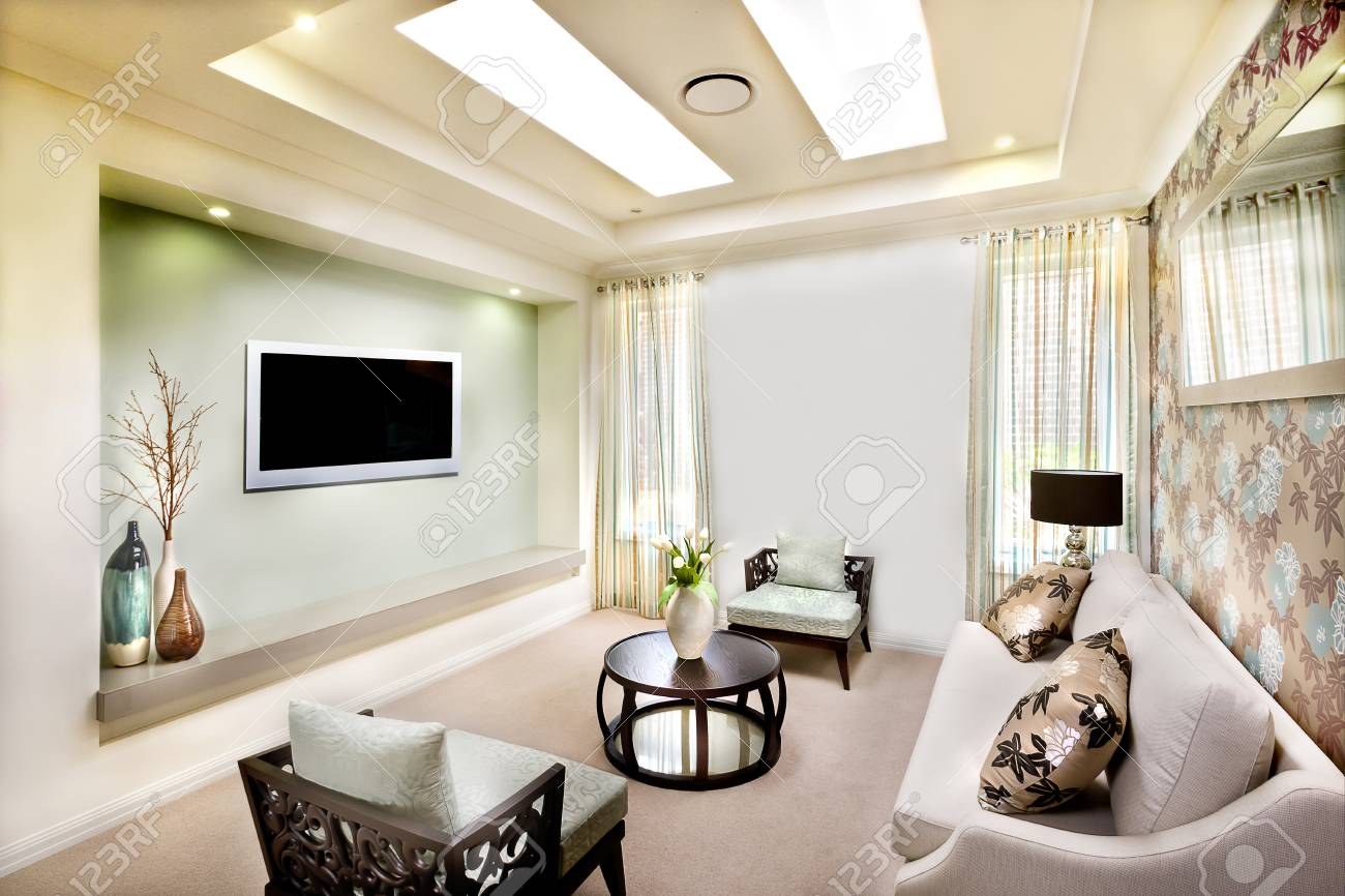 Peachy This Luxury Living Room Has A Long White Sofa With Pillows Close Squirreltailoven Fun Painted Chair Ideas Images Squirreltailovenorg