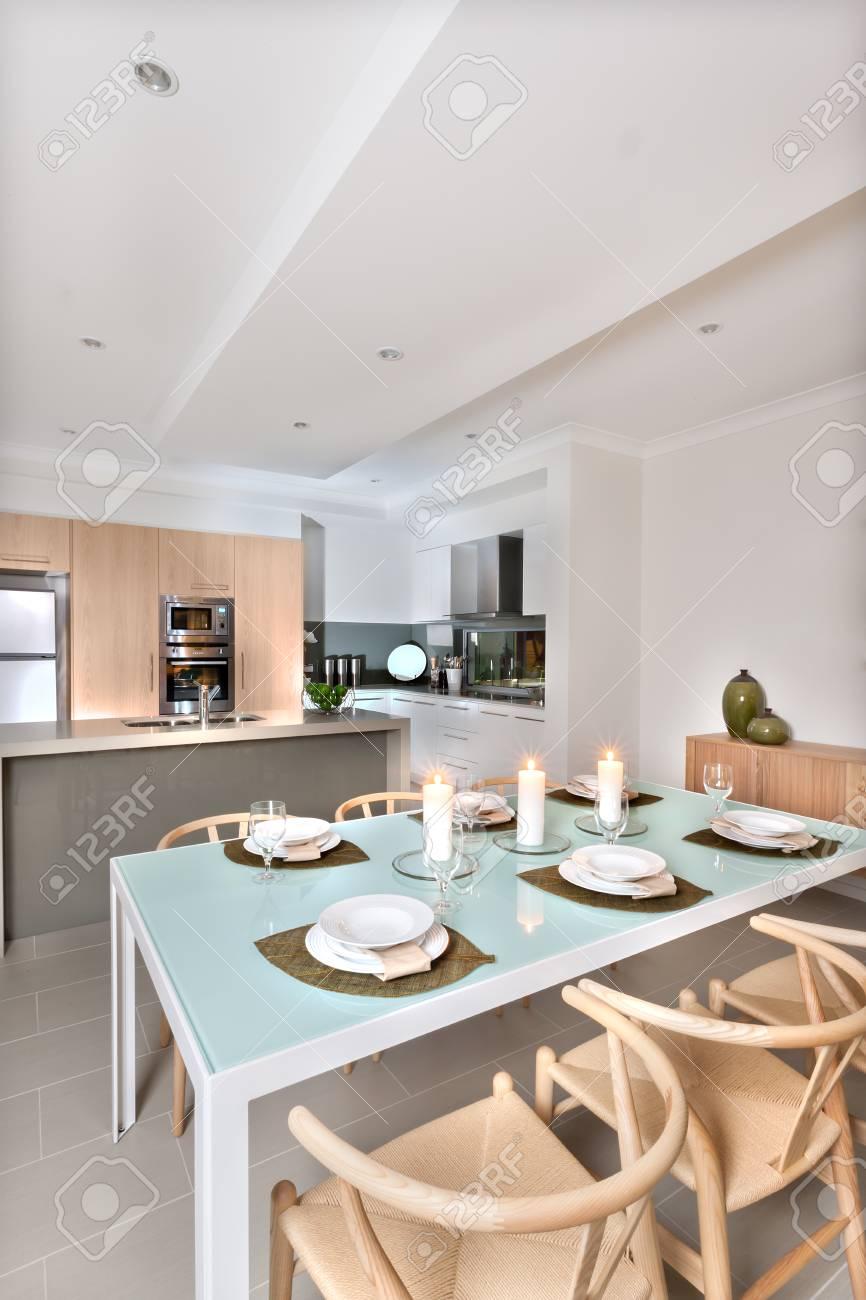Niedlich Küchen Mit Weißen Schränken Und Weiß Platten Fotos - Küche ...