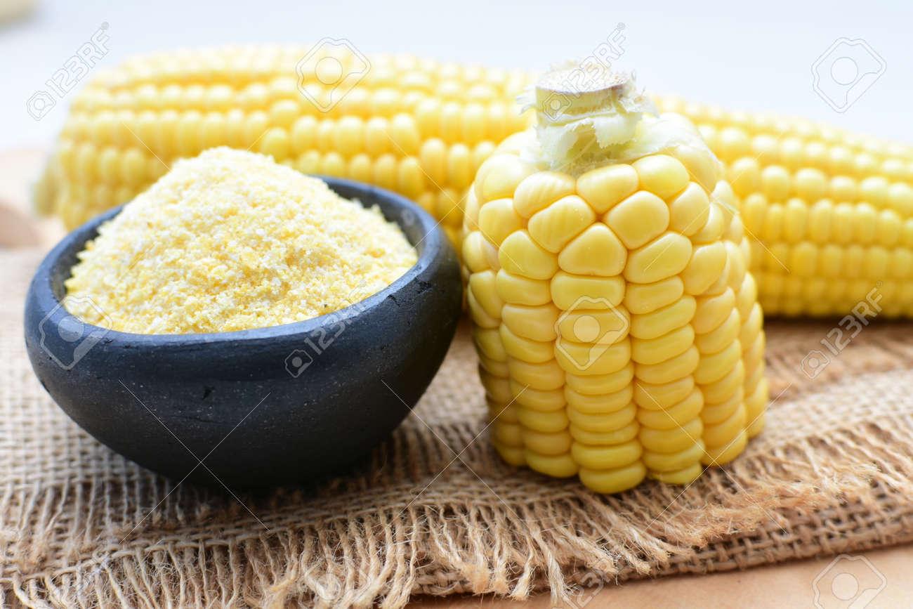 yellow sweet corn (cob) and green husk, chopped and shelled corn - 143040409