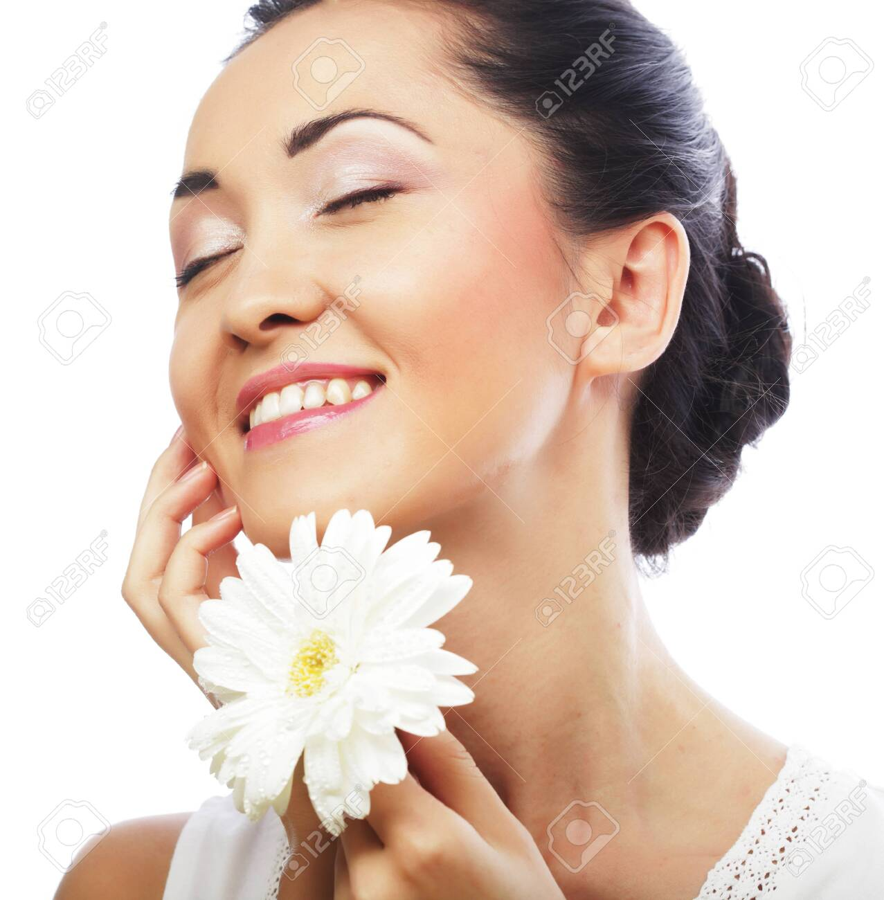 Fresh health asian woman with white gerber - 148235981