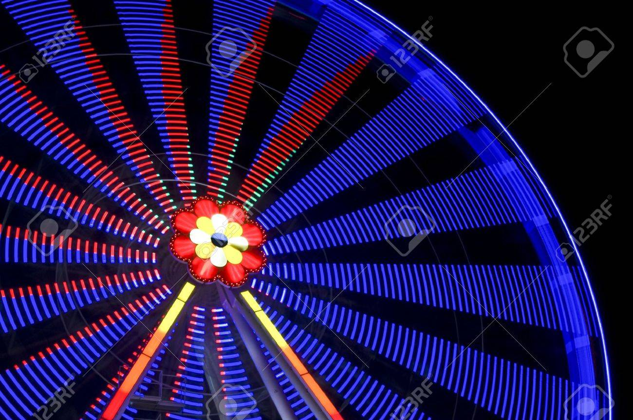 motion blur of a colorful ferris wheel at night Stock Photo - 5978953