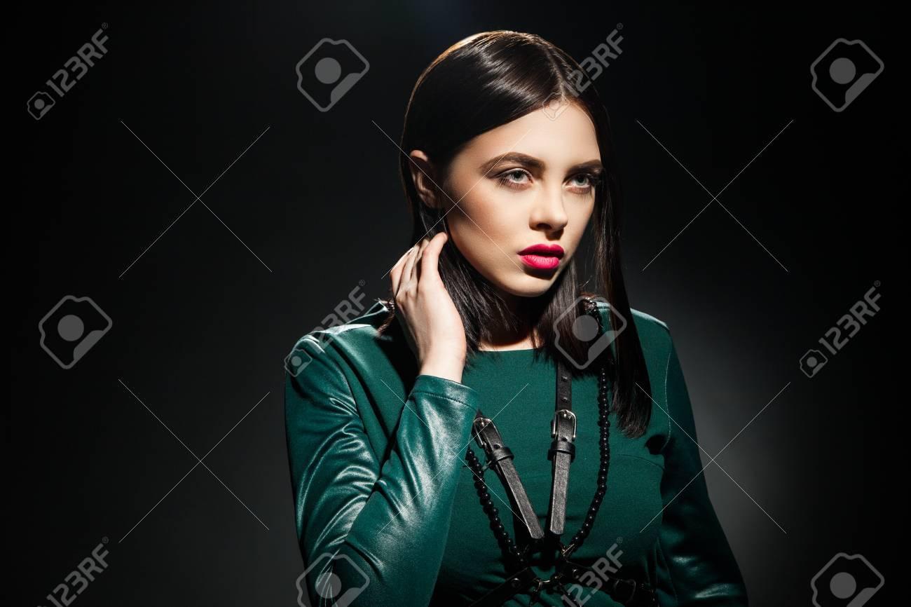 Maquillaje vestido verde oscuro
