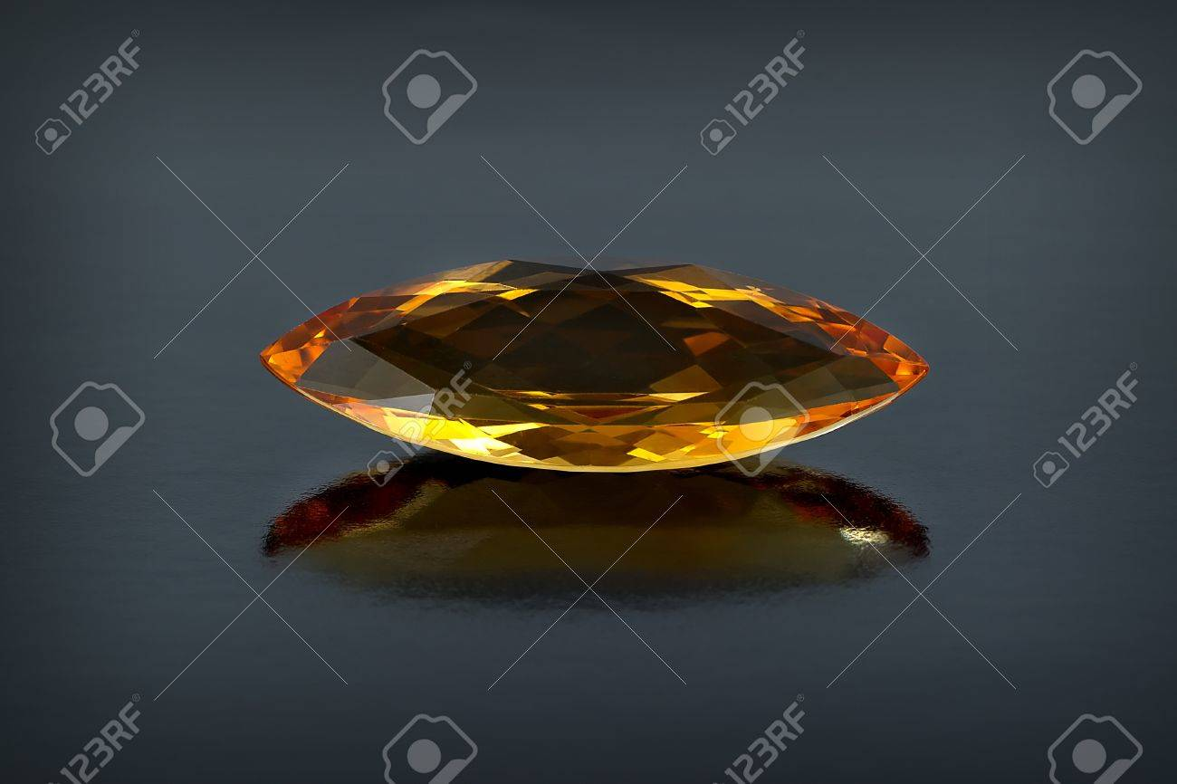 Single citrine gemstone Stock Photo - 15967735