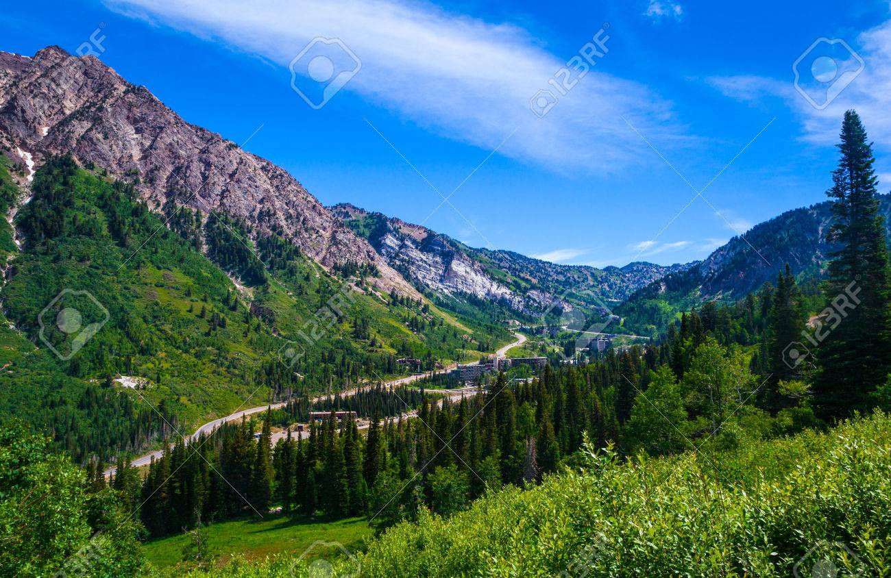 ユタ州、ロッキー山脈のワサッチ山脈のほとんどの Cottenwood 峡谷の夏 ...