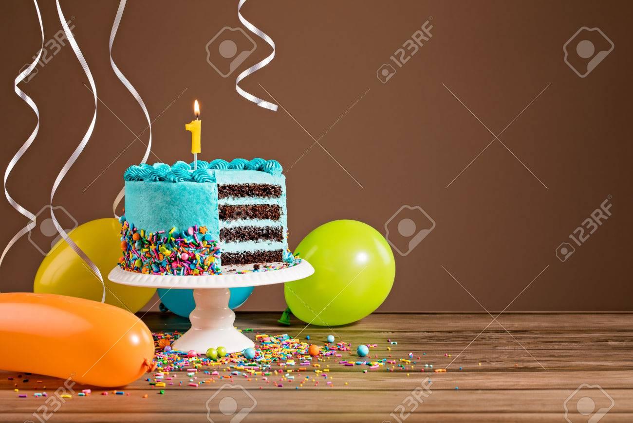 Pastel De Cumpleaños Con Glaseado De Crema De Mantequilla Azul Y ...