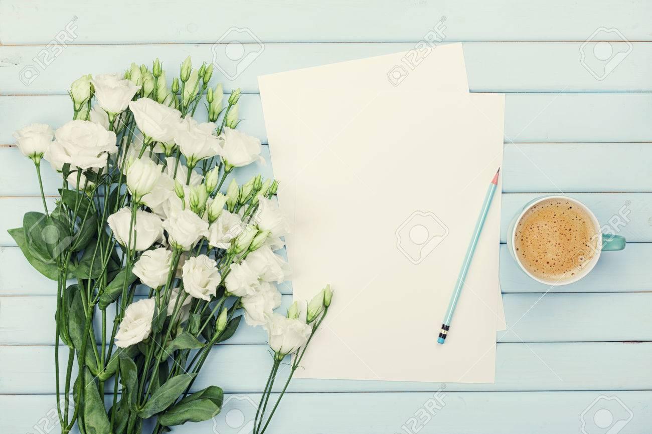 Fiori Bianchi Lista.Immagini Stock Mattina Tazza Di Caffe Lista Di Carta Vuota