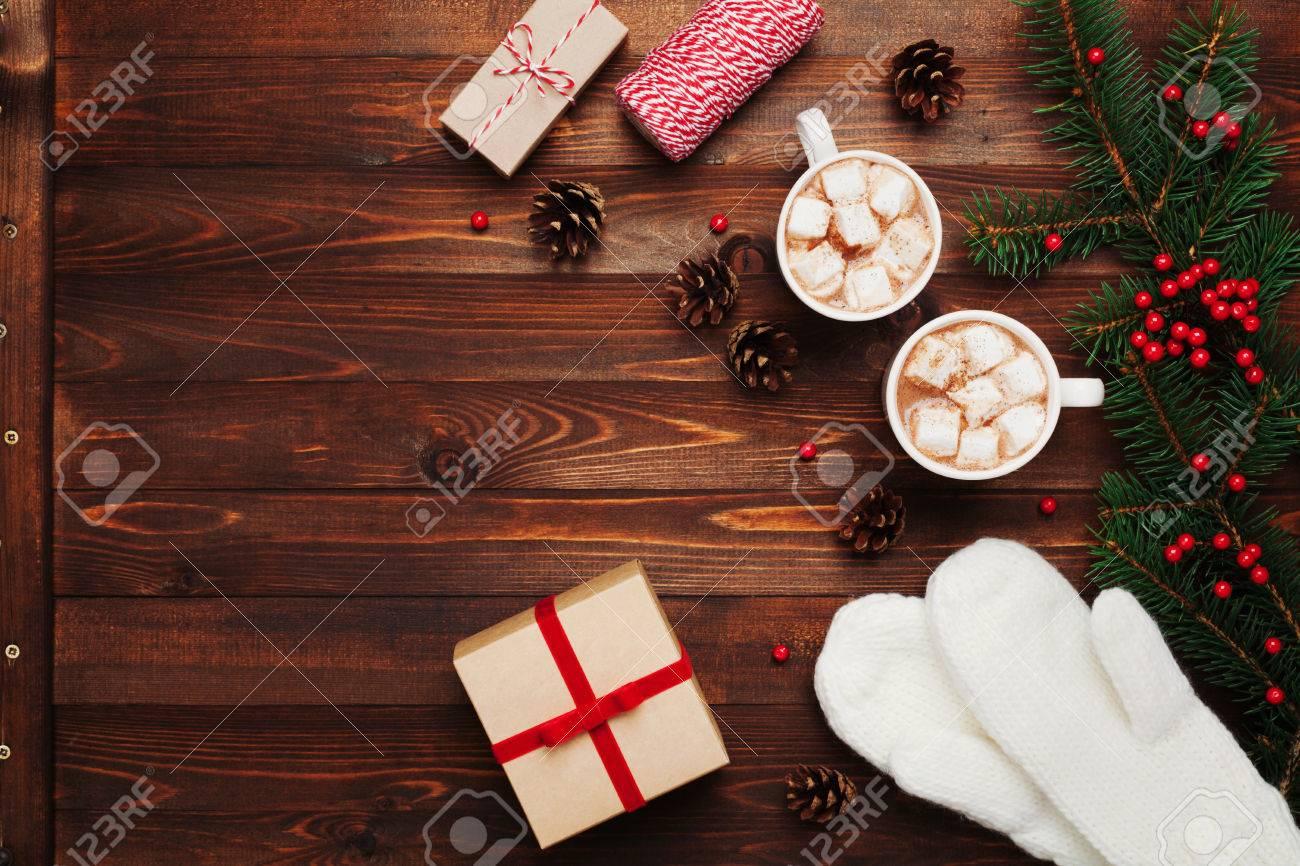 Zwei Tassen Mit Heißem Kakao Oder Schokolade Mit Marshmallows ...