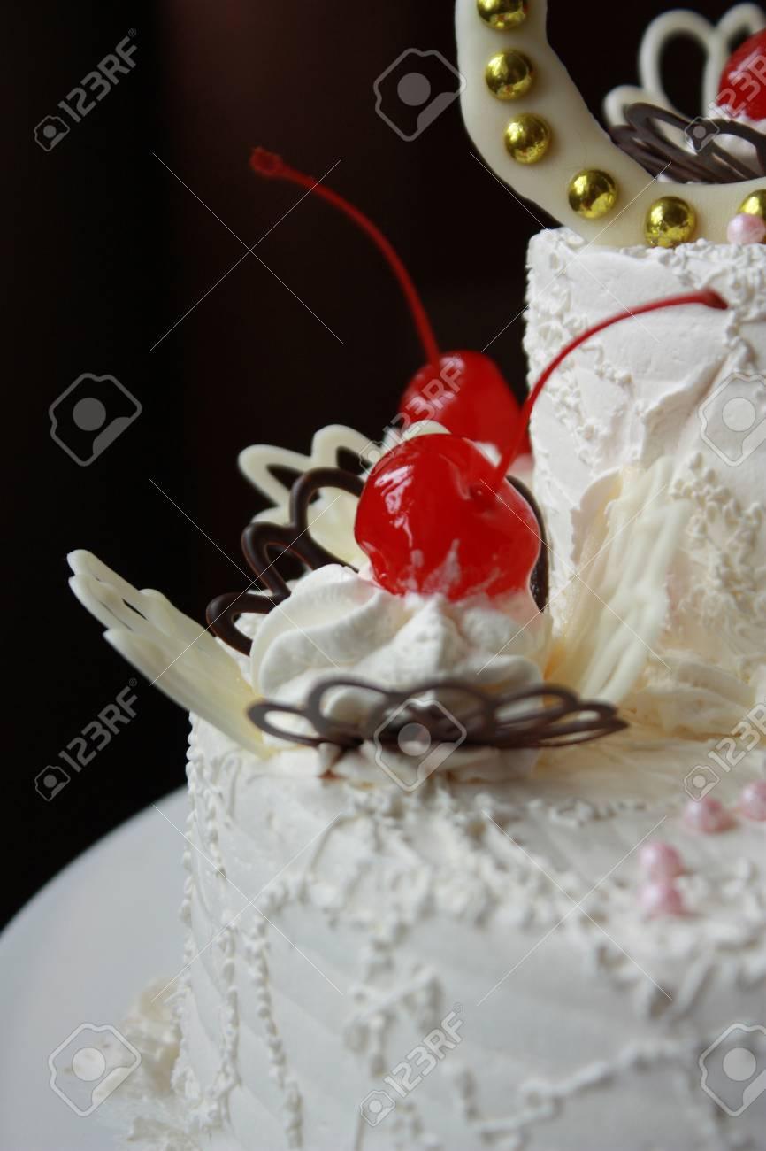 Nahaufnahme Hochzeitstorte Mit Kirschen Und Weisser Schokolade
