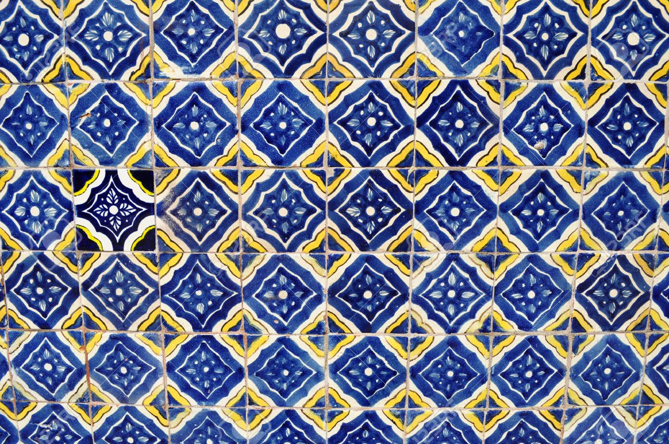 Mexican ceramic mosaic wall - tile background - texture - 27529043