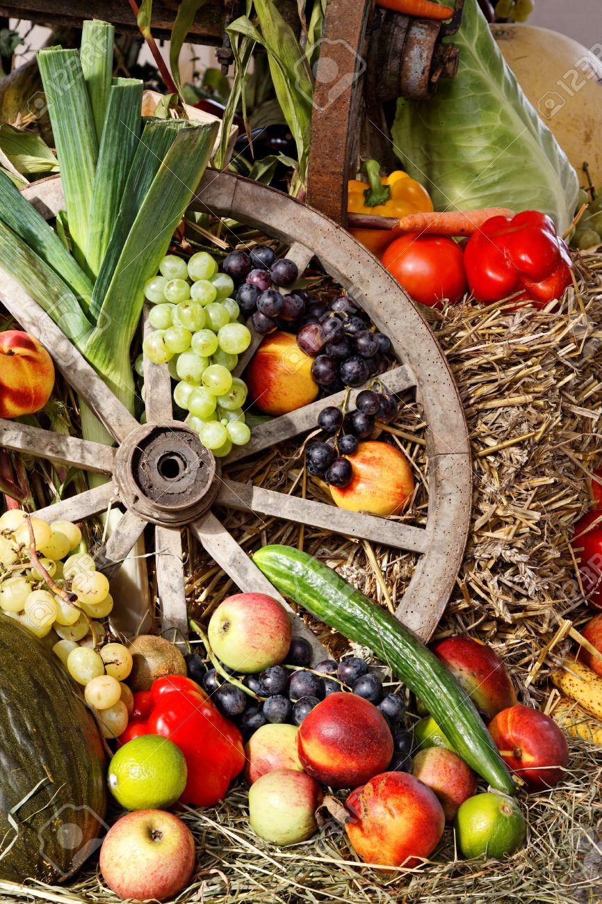 Frutas Y Verduras Como La Decoración Día De Acción De Gracias